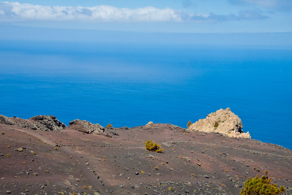 The hiking route in the south of La Palma passes the Roque Tenguía