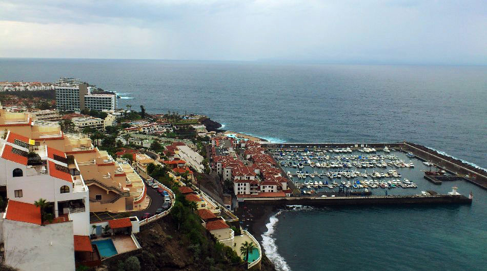 Los Gigantes with harbor
