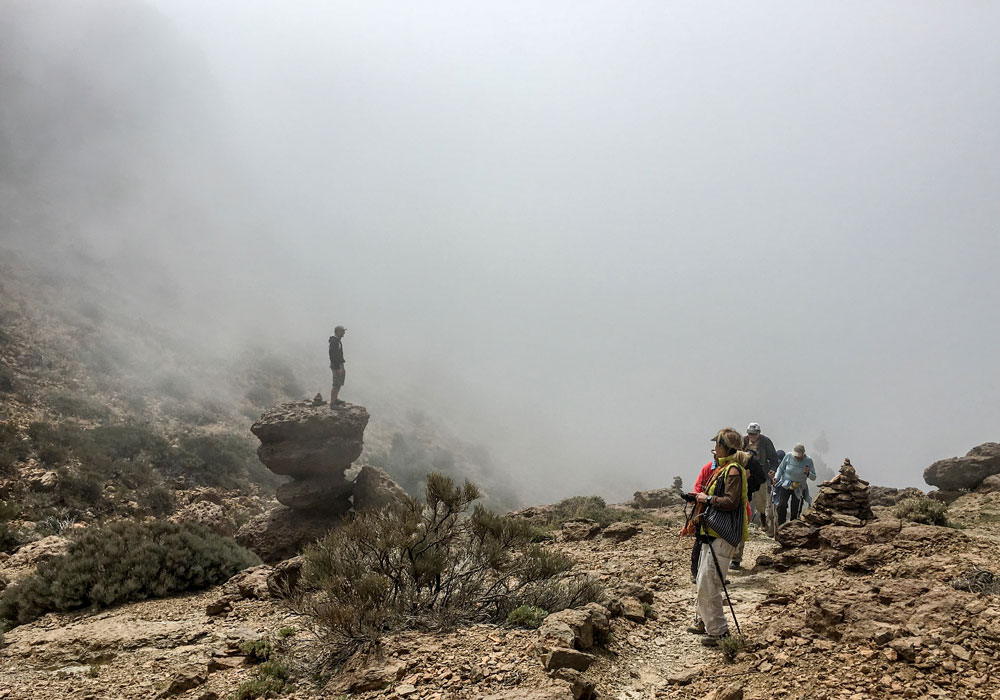 Hiking path beneath Sombrero de Chasna - suddenly clouds are coming in