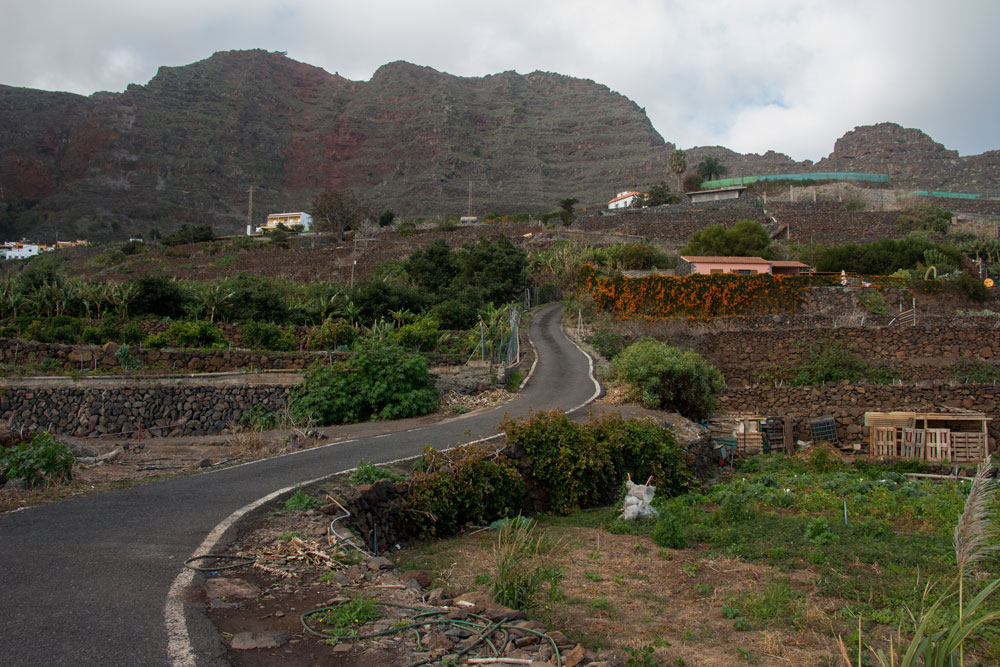 hiking trail at the street to Agulo