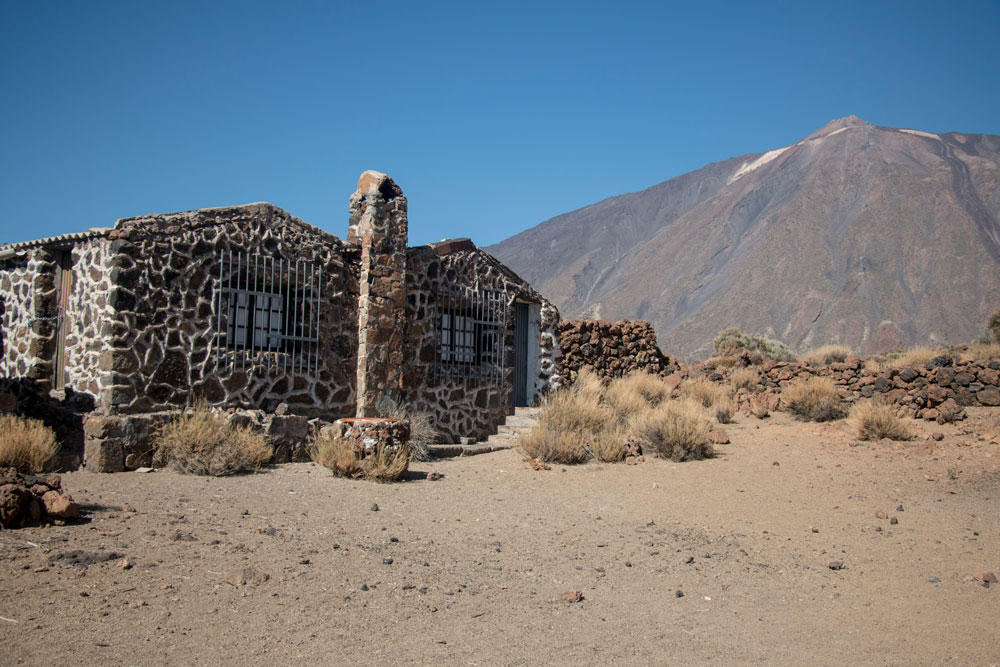 abandoned houses in the Caldera