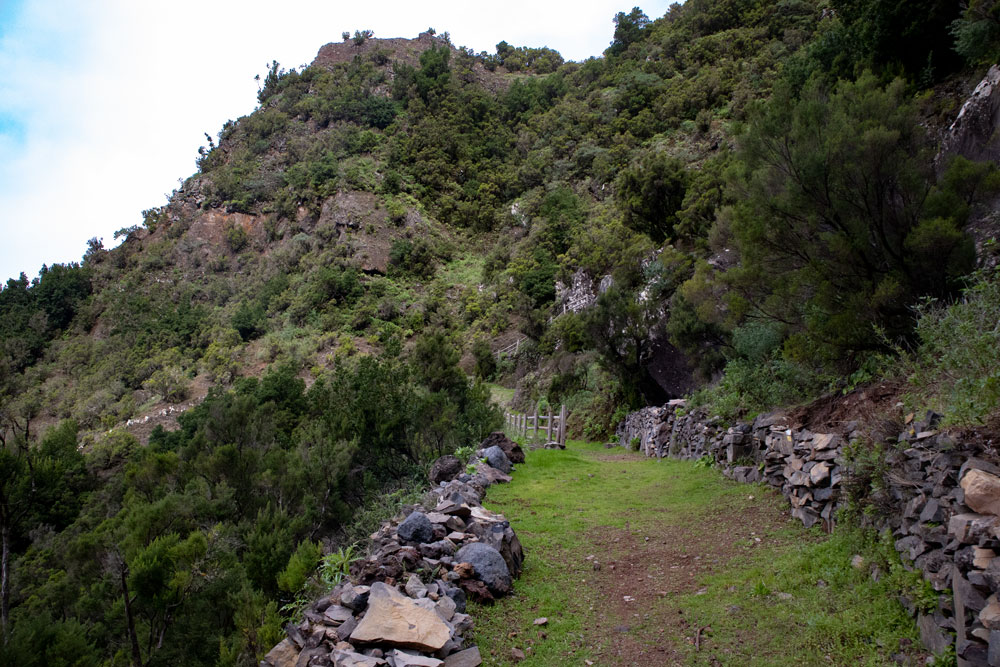hiking path beneath Mirador de Jinama