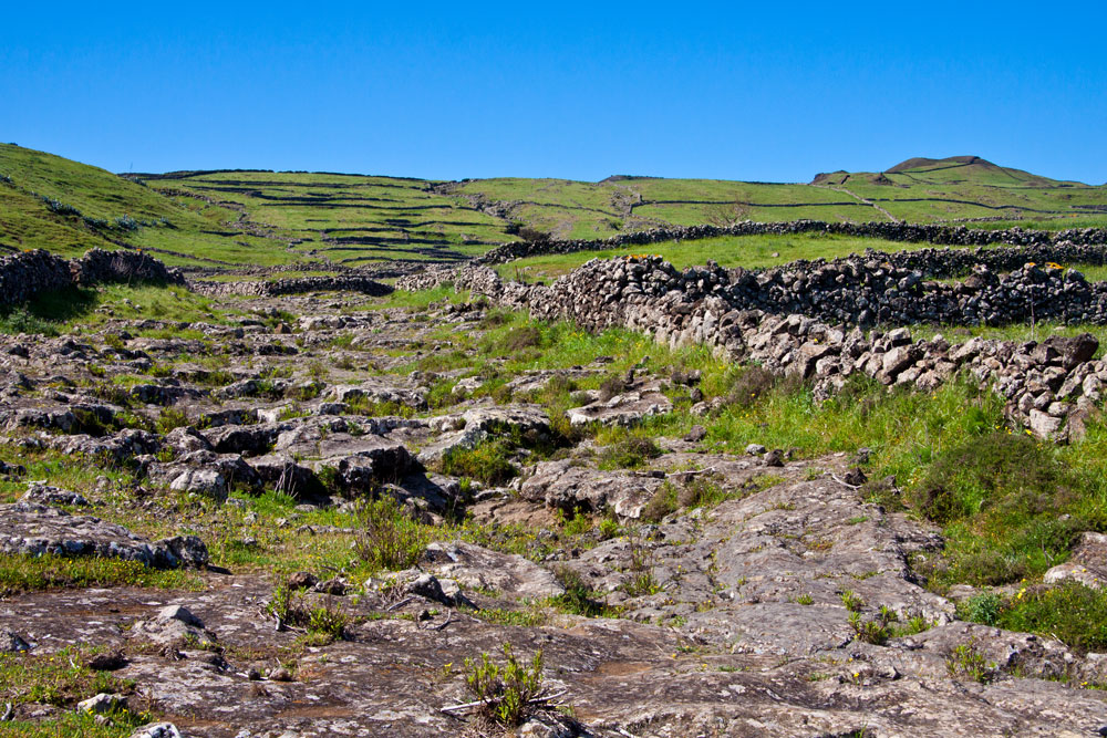 the green plateau from El Hierro - walls from stone
