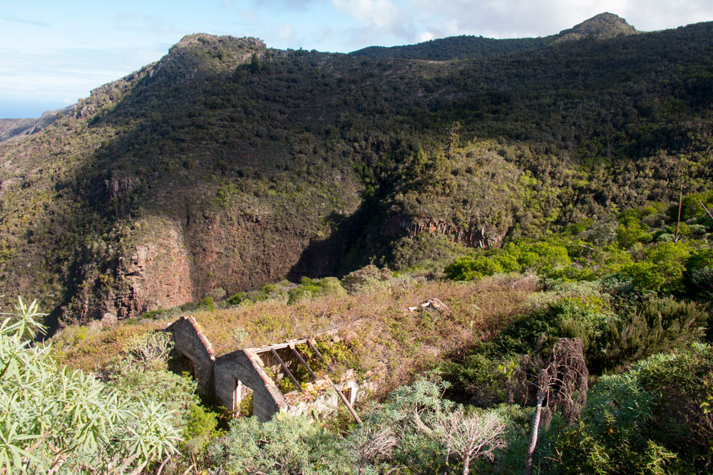 ruins at the hiking path Cuevas Negras