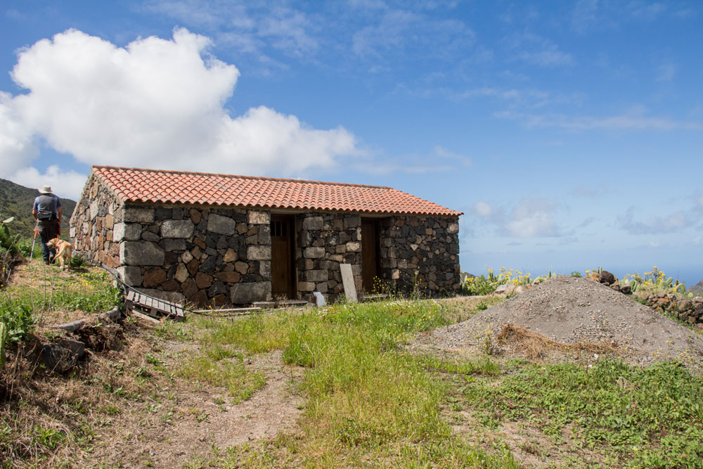 little stone house on the way to the Mirador Baracán