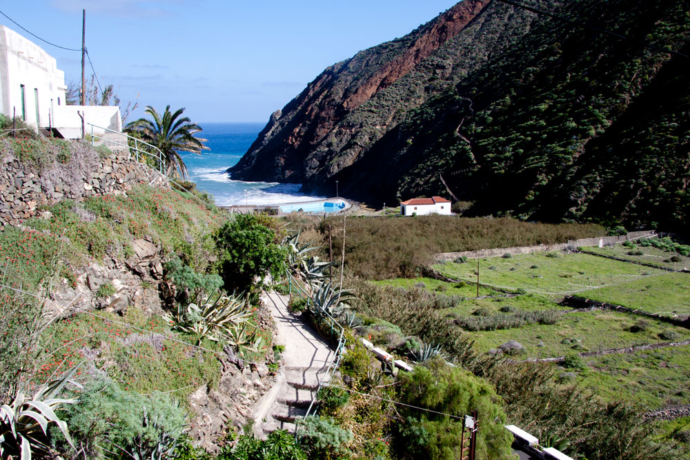 Hiking path from Chijeré down to the beach of Vallehermoso