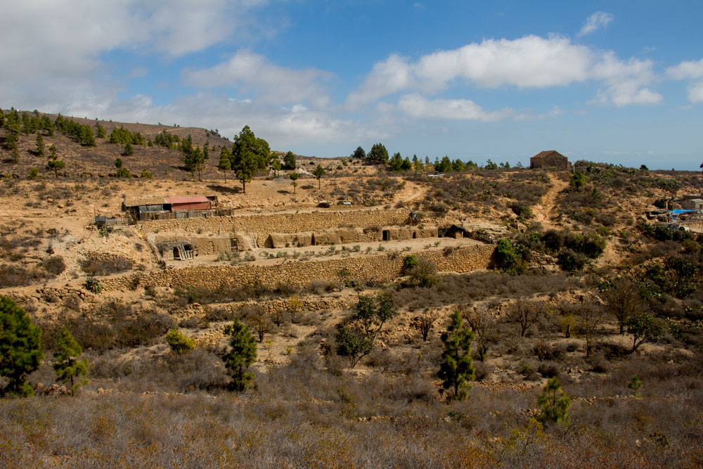 Finca with caves at the hiking path -  Las Vegas