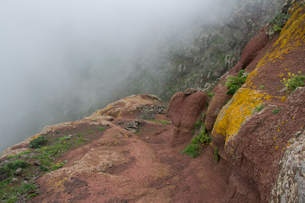 hiking path over red rocks - Risco Steig