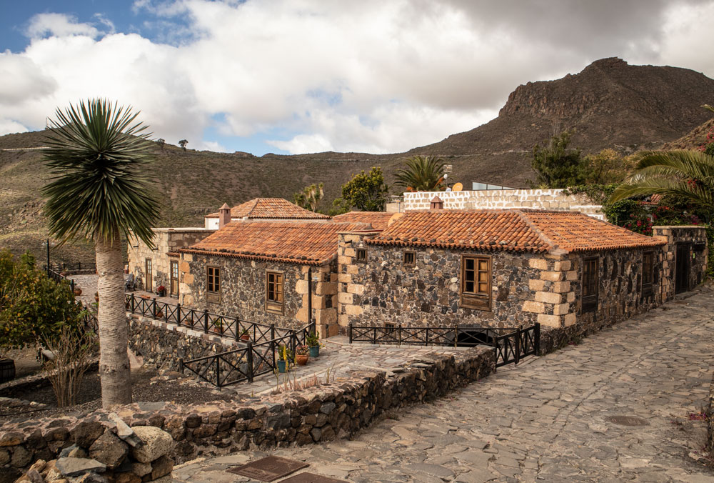 Casa Rural in San Miguel and paved hiking path