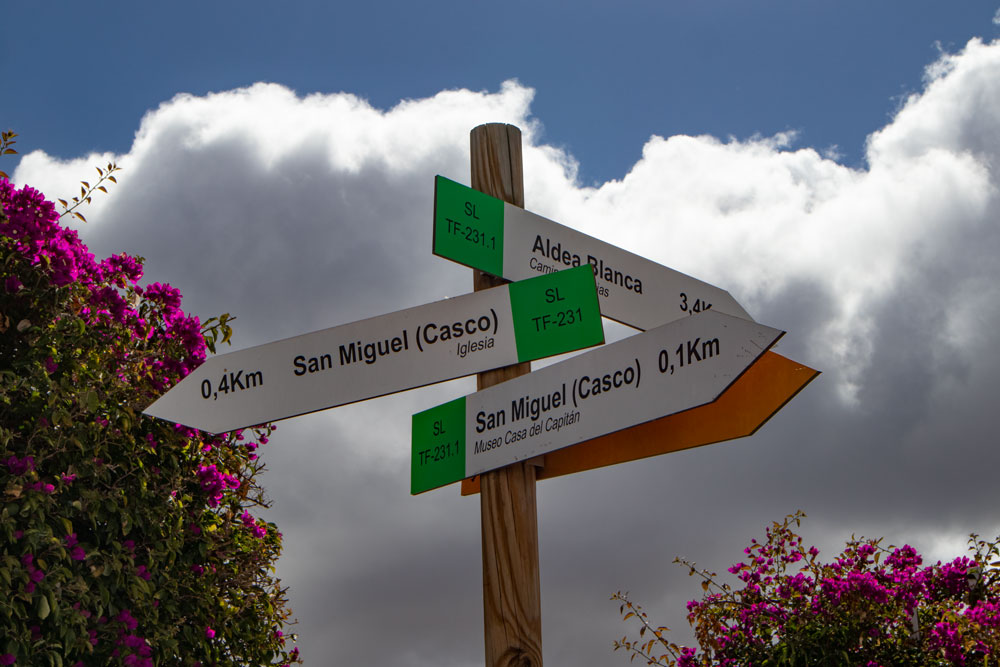 crossroads for hikers in San Miguel TF-231.1 und 231