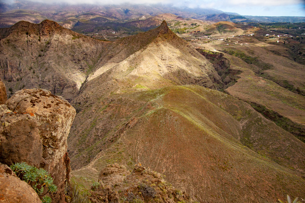 View from the summit of Conde to Roque Imoque and Roque de los Brezos