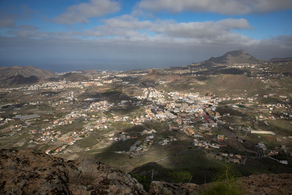 view to the surroundings and the coastline from Roque del Jama