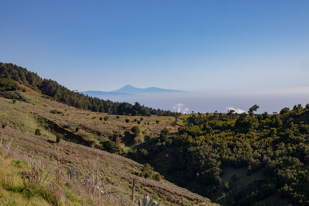 View from El Hierro to Tenerife with Teide and La Gomera