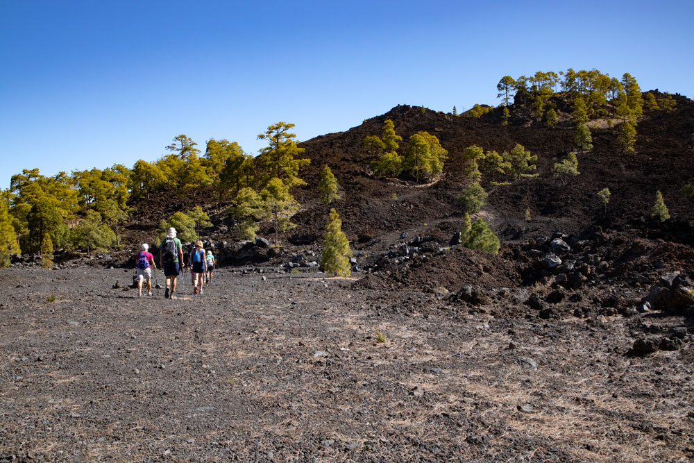 Hikers on the way around the Montaña Cascaja