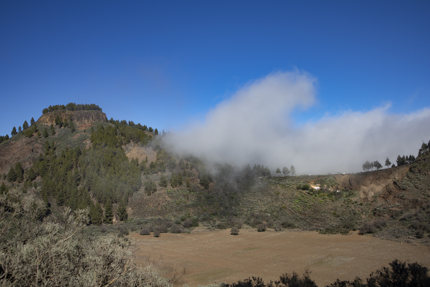 Clouds on the saddle above the Caldera de los Marteles